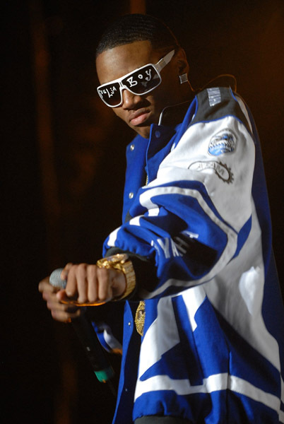 http://thederosh.files.wordpress.com/2008/09/soulja-boy-oracle-arena-2.jpg