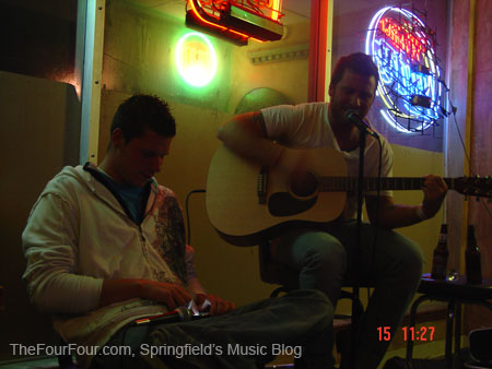 Mike Reed and Erik McGreevy--playing his iPhone, of all things. Tipsy Turtle Pub, FourFourFest, November 15, 2008.